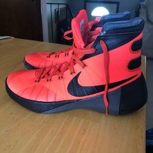 7878aec5e3a1 Men s Nike Shoes Hyperdunk on Poshmark